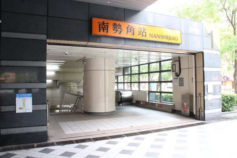 Meeting point - Exit 1, Nanshijiao Station
