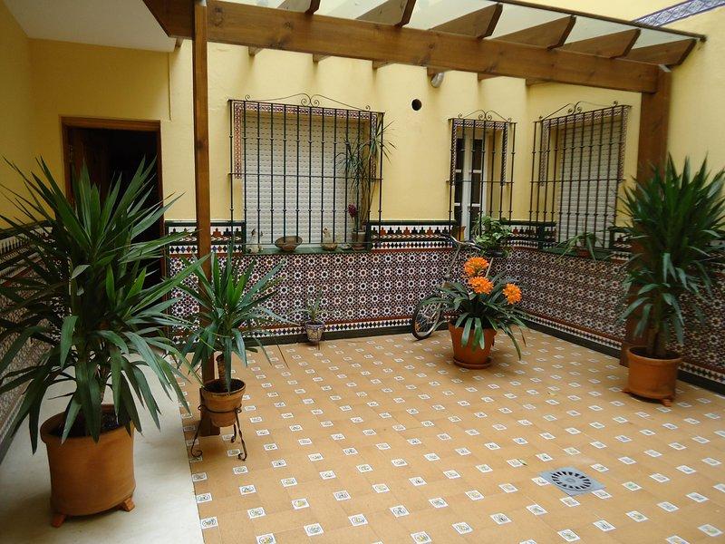Triana courtyard, holiday rental in Gelves