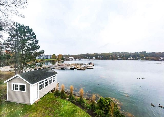 Downtown Waterfront Cottage on the Shore of Mill Cove w/ Lovely Views, location de vacances à Bayville