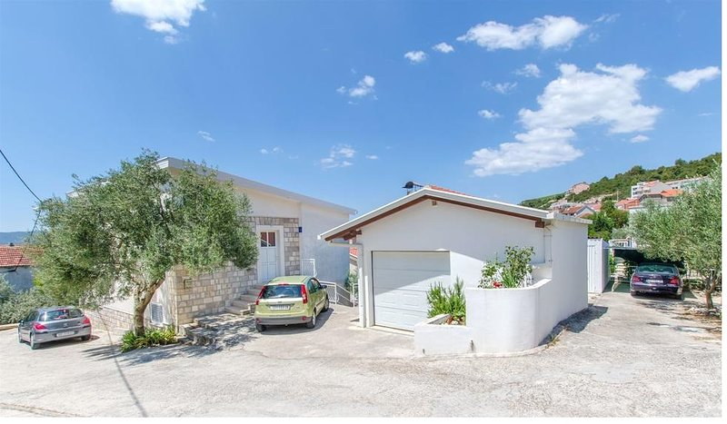Seaside sunny self catering House -Apartment Seaview Komarna Riviera Dubrovnik, holiday rental in Komarna
