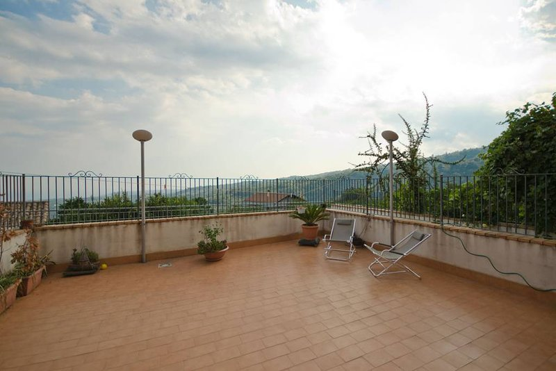 Beautiful apt with terrace, casa vacanza a Coste