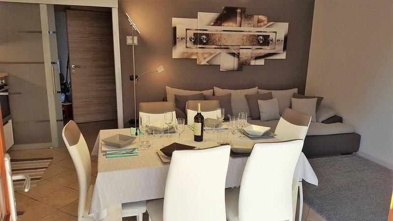 appartamento nel centro di moniga con piscina e WIFI, vacation rental in Moniga del Garda
