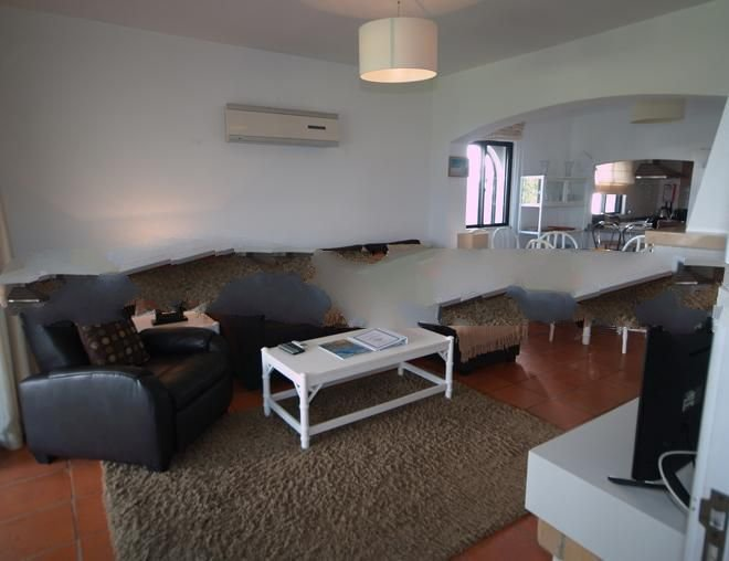 Vale do Garrao Apartment Sleeps 4 with Pool and Air Con - 5000255, holiday rental in Almancil