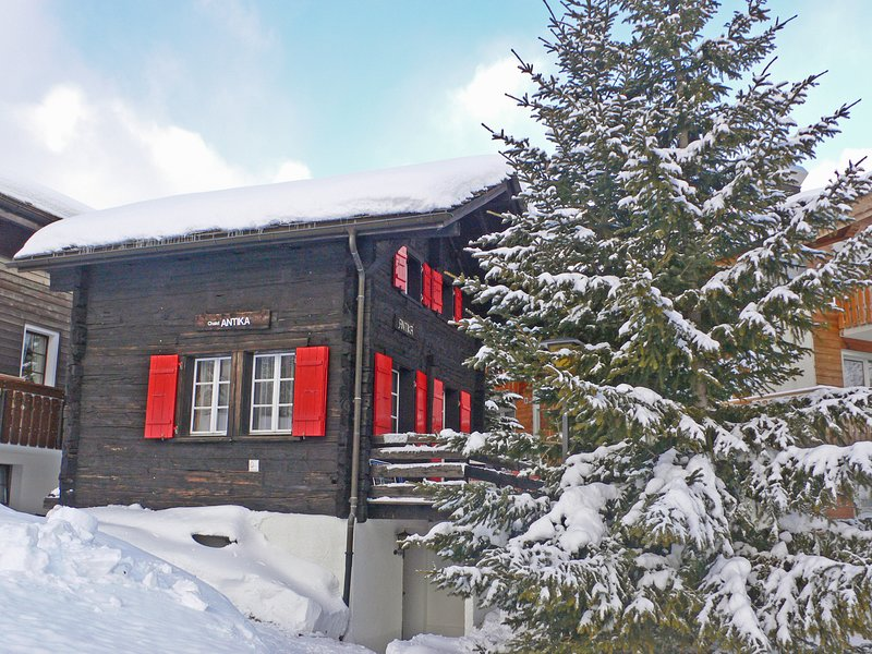 ANTIKA *** the small chalet at the edge of the village Chalet in Saas-Fee