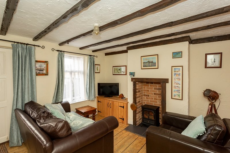 Smuggler's Cottage By The Sea. Being newly refurbished. Ready in May 2021., alquiler vacacional en Broadstairs