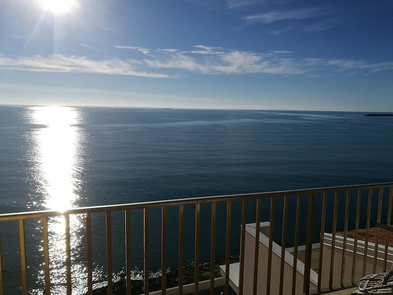 Nice apt with sea view & terrace, holiday rental in Pozzallo