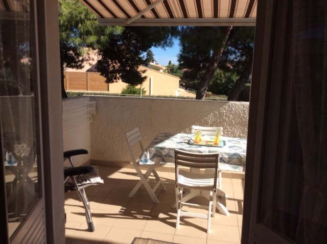 Lovely 1 Bed Apartment with Terrace + Parking in Quiet Residence, location de vacances à Cap d'Agde