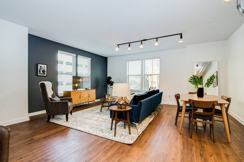 True 2-Bdrm Loft - Walk to Beale, Orpheum, & more!, vacation rental in Southaven