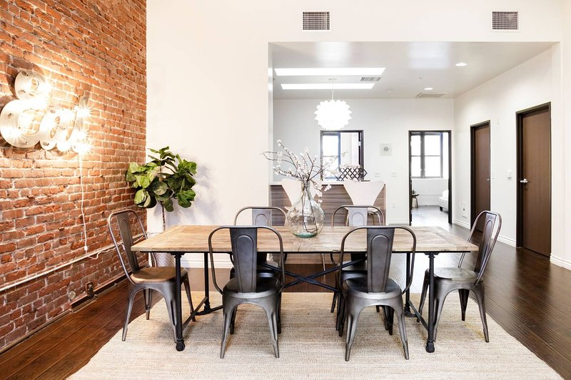 Penthouse Living at a Hip, Renovated Loft in the Heart of LA, holiday rental in South Gate