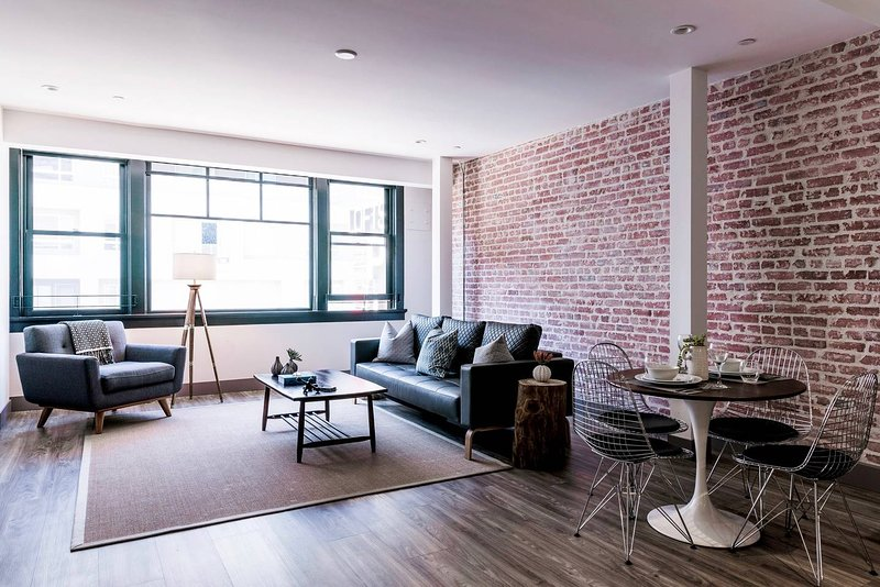 SHINY, Modern 1 Bedroom Apt Awaits You!, holiday rental in South Gate