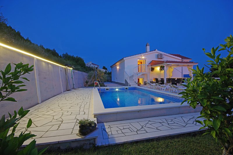 Villa Martina - Matea BIG VILLA WITH HEATED POOL, location de vacances à Stanici