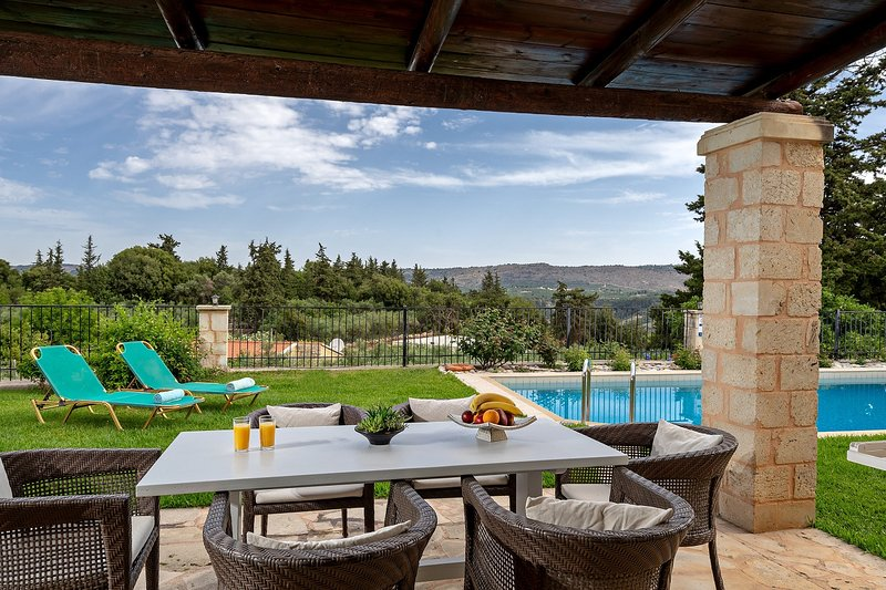 Villa Karina - newly built traditional villa with private pool, vacation rental in Maza