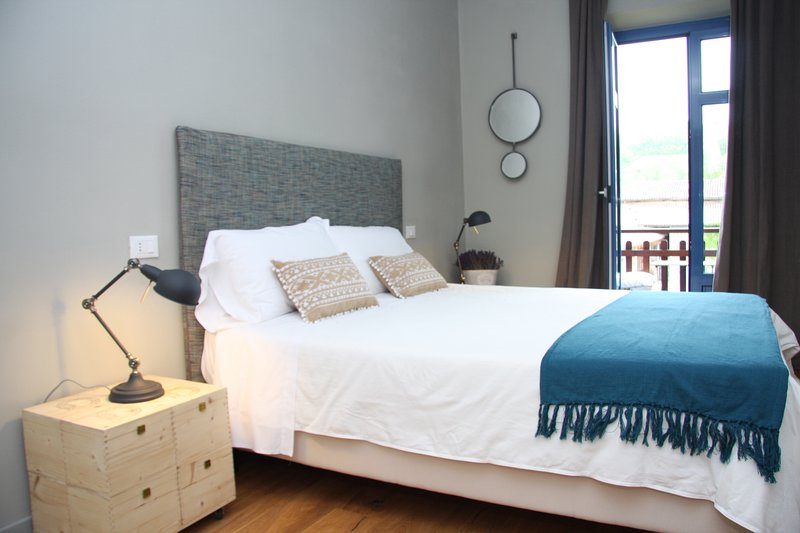 AMBRA DOUBLE ROOM WITH BALCONY, vakantiewoning in Guarene