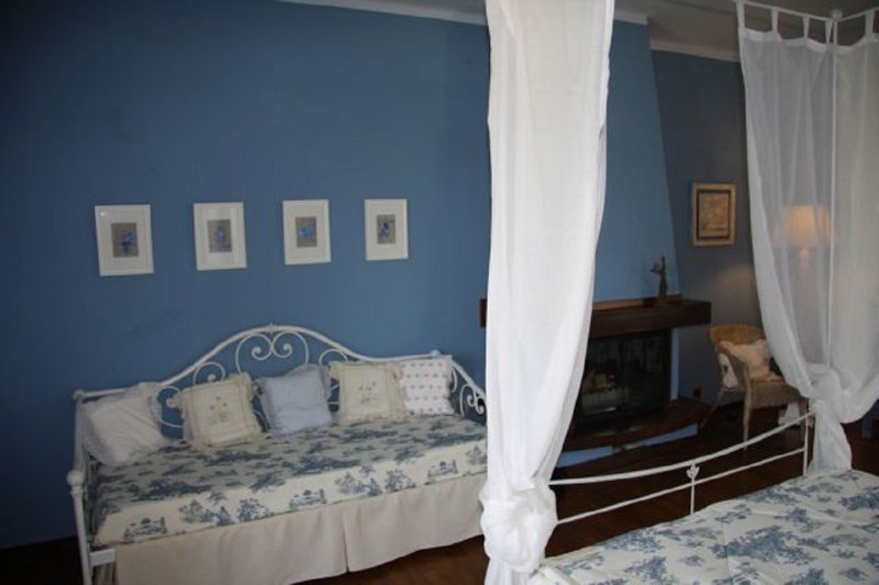 CELESTE ROOM WITH BALCONY, vakantiewoning in Guarene