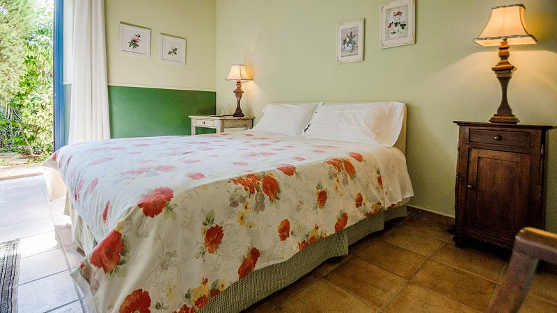 DOUBLE ROOM GROUND FLOOR, vakantiewoning in Guarene