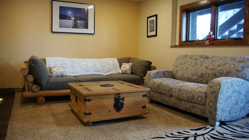 Here's where you relax after a day of adventure in two comfy sofas, with a 47'flatscreen TV + bluray