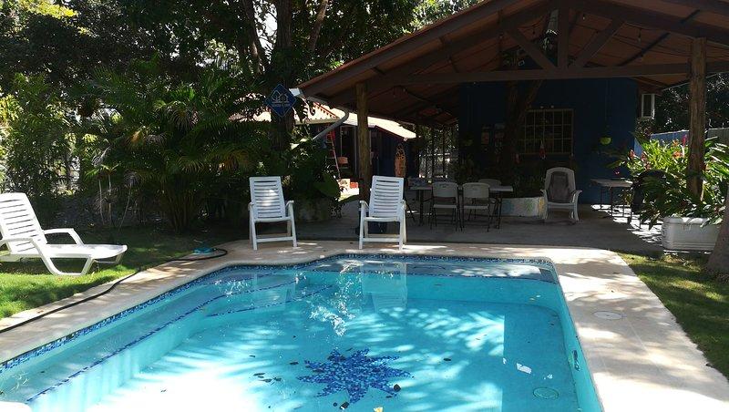 THE BLUE HOUSE PANAMÁ, CERCA DE CORONADO Y HACIA LA LAGUNA, holiday rental in Panama Province