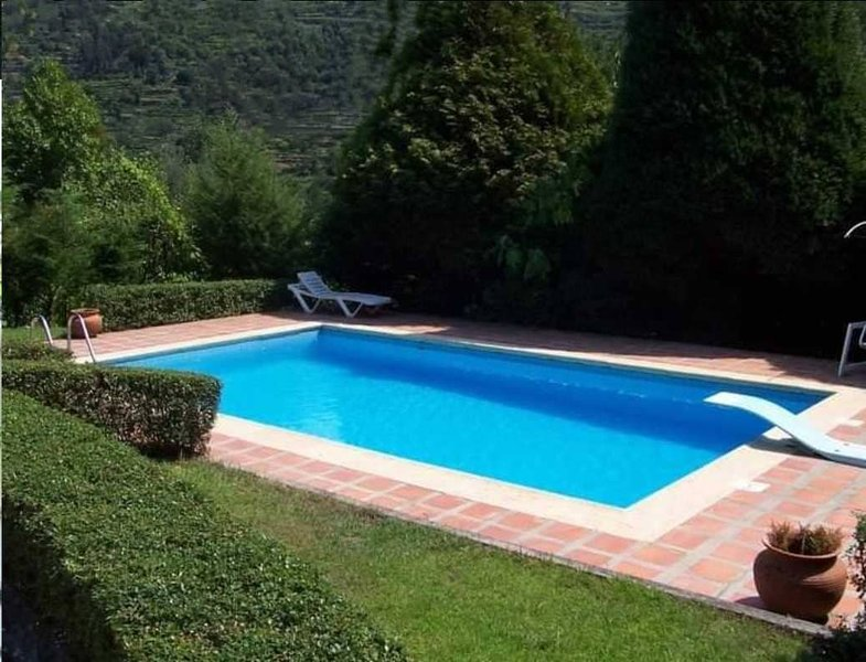 Amazing villa near the beach & Wifi, aluguéis de temporada em Castelo de Paiva