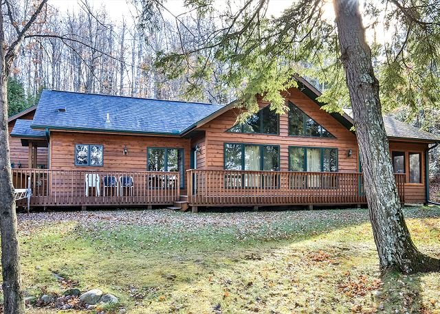 Lovely Kentuck Lake home nestled among the pines., holiday rental in Eagle River