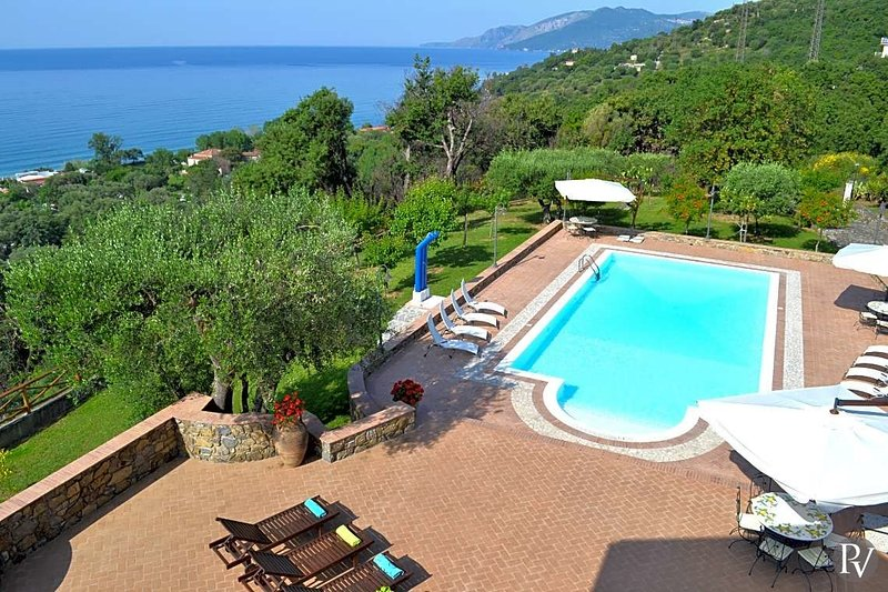 Cammaresano-Villano Villa Sleeps 14 with Pool and Air Con - 5684612, vacation rental in Vibonati