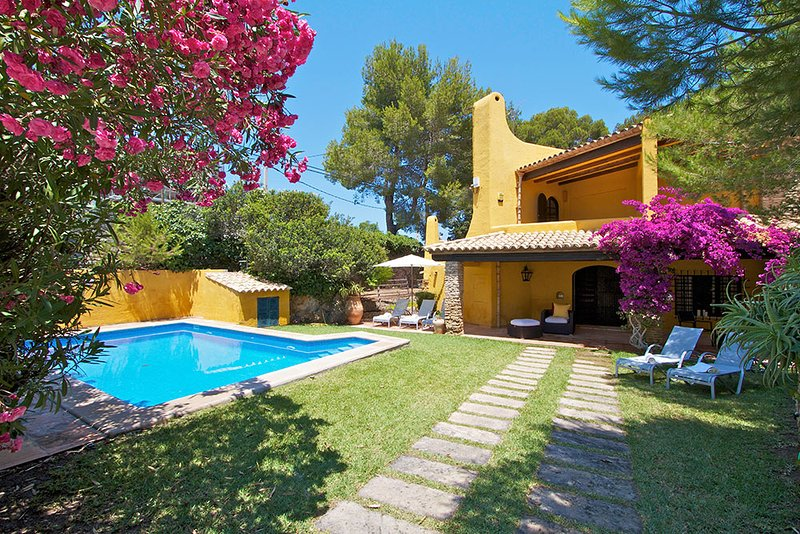 Palma de Mallorca Villa Sleeps 8 with Pool and Air Con - 5737762, location de vacances à Cala Sant Vicenc