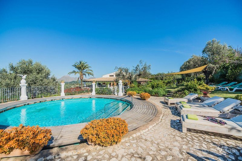 6 bedroom Villa with Pool and Air Con - 5736728 Chalet in Puerto Pollensa