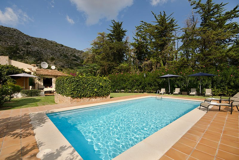 Pollenca Villa Sleeps 6 with Pool Air Con and WiFi Chalet in Puerto Pollensa
