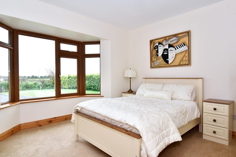 Cosy countryside apartment on the outskirts of Galway City, vacation rental in Kilcornan