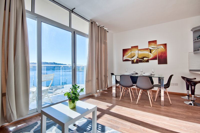 Bastion Views Sliema 2-bedroom Apartment, holiday rental in Sliema