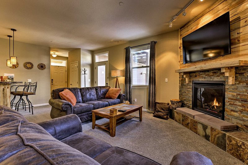 Fraser Condo w/ Hot Tub Access & Free WP Shuttle! Chalet in Winter Park