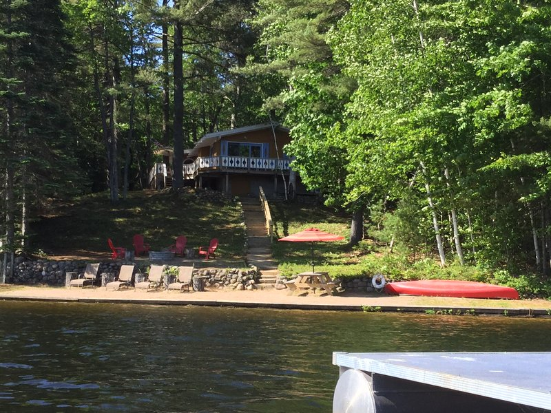 Lakefront Ski Chalet in the White Mountains-3 Bedrooms-Sleeps Six, holiday rental in Conway
