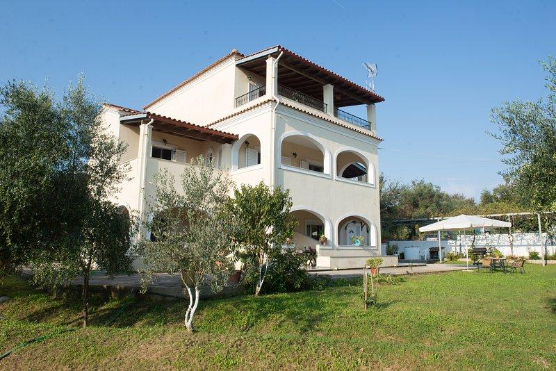 Villa Poulos Floor 2, vacation rental in Astrakeri