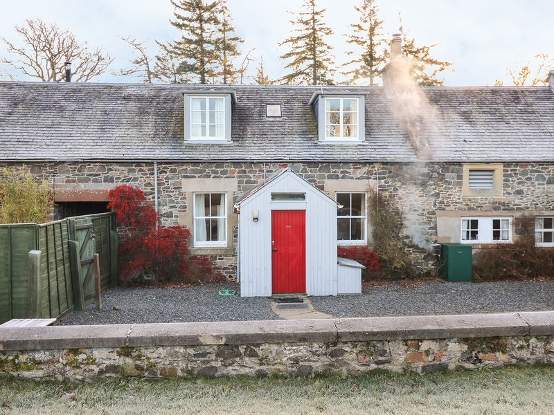 COACHMANS COTTAGE, traditional interior, near Peebles, vacation rental in Cardrona