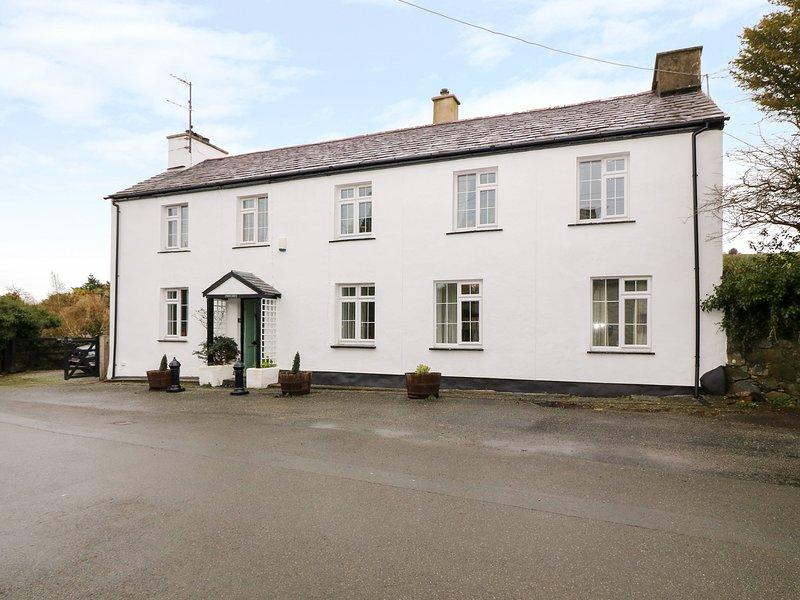 BRYN ABER, pet-friendly, WiFi, Llangybi, holiday rental in Llanaelhaearn