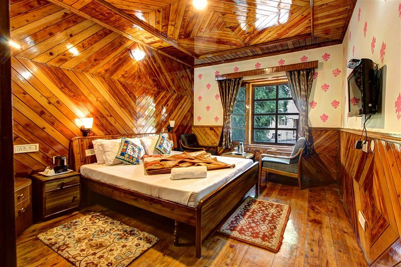 Snow Bliss Cottage ( ROOM-3 ), holiday rental in Karjan