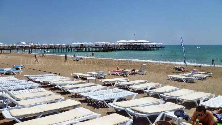 Kadriye beach is busy on weekends but there are usually plenty of sun beds available to rent.