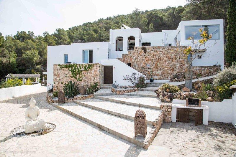 Villa Ventana Ibiza, vacation rental in Cala Carbo
