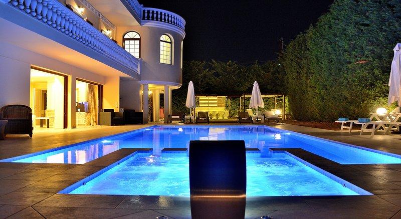 Villa Akropolis Palace, vacation rental in Akrotiri