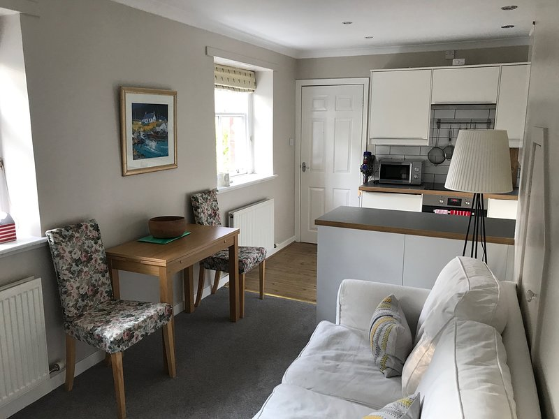 West Durie Cottage - Beautiful Self Contained Apartment, holiday rental in Rosneath