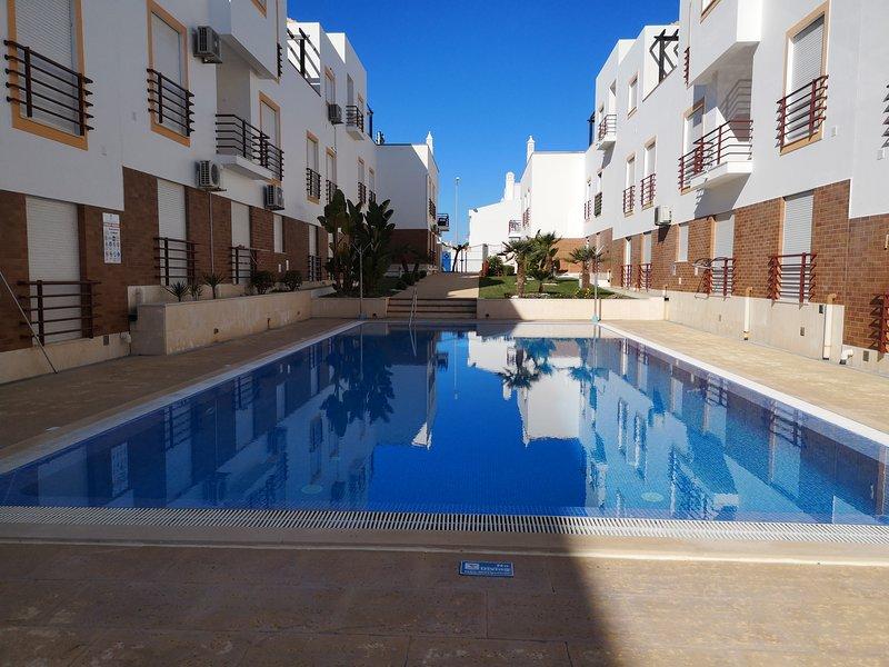 T2 Cabanas de Tavira com piscina, vacation rental in Tavira