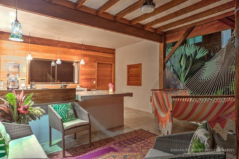 Beachfront Garden View Villa 3, holiday rental in Hone Creek