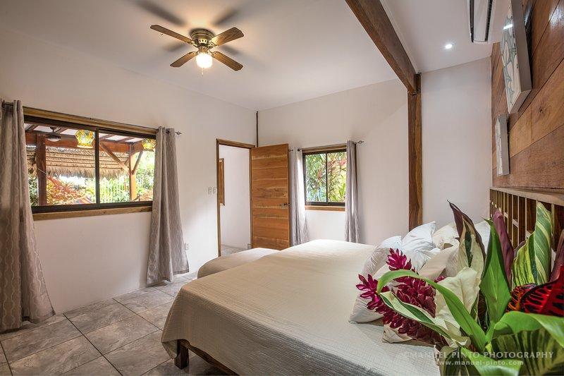 Beachfront Garden View Villa 4, holiday rental in Hone Creek
