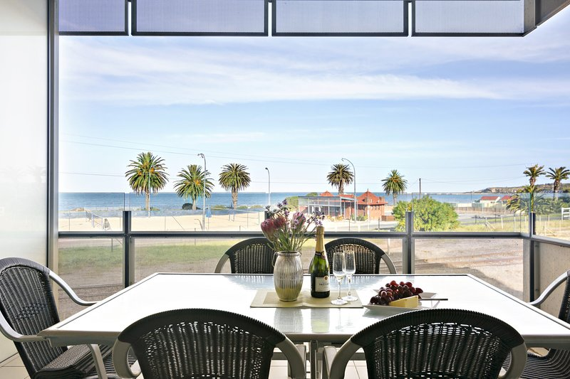 The Frontage - Victor Harbor Luxury no 205, holiday rental in McCracken