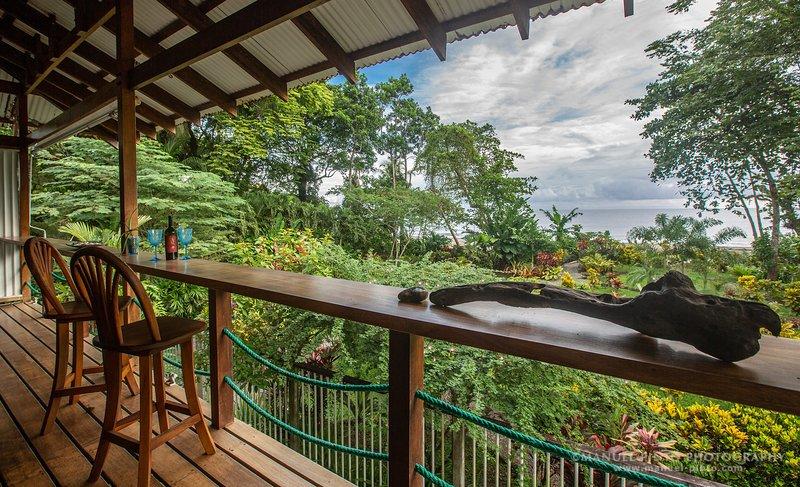 Beachfront Ocean View Master Villa, holiday rental in Hone Creek
