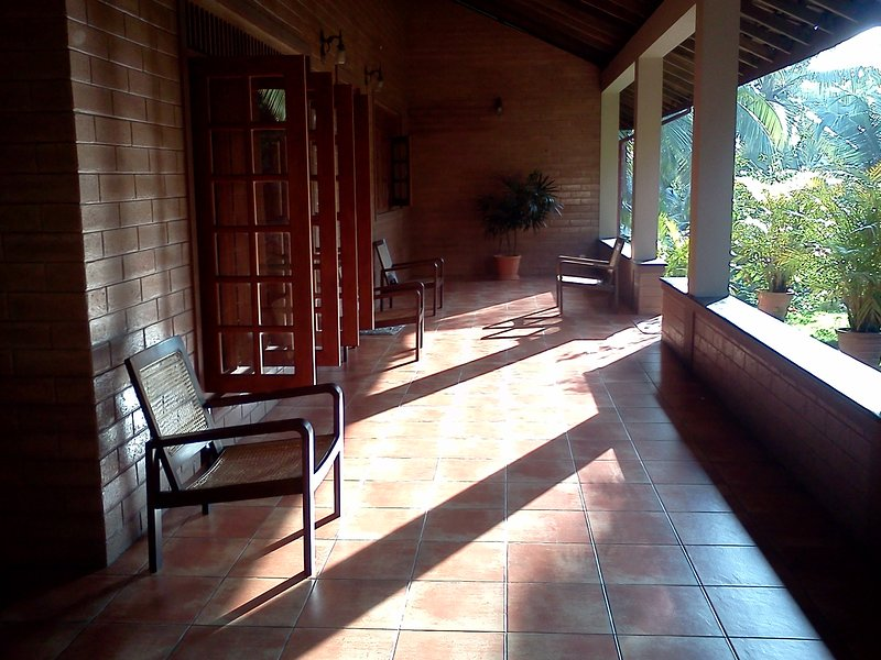 La Veranda Exotic getaway in picturesque estate, vacation rental in Kalutara