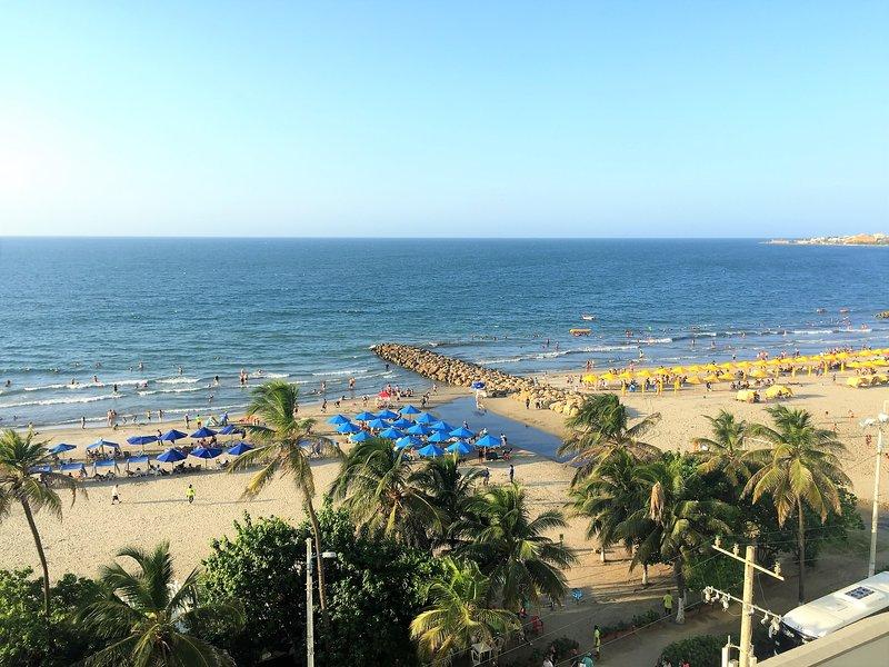 Uitzicht op het strand vanaf het balkon