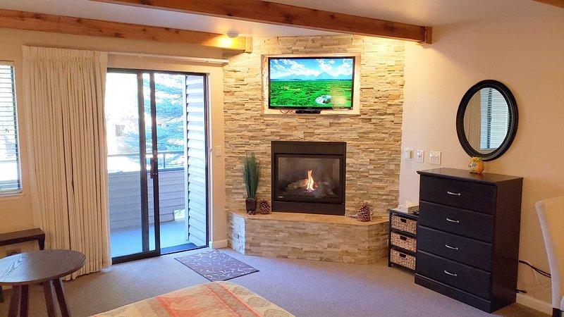 TV intégrée et DVD au-dessus de la cheminée