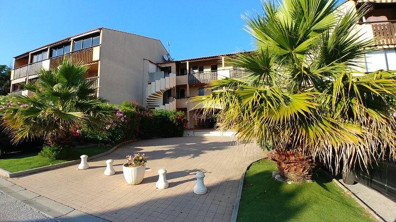 Var - T2 en duplex - Piscine et proche plages, casa vacanza a La Seyne-sur-Mer