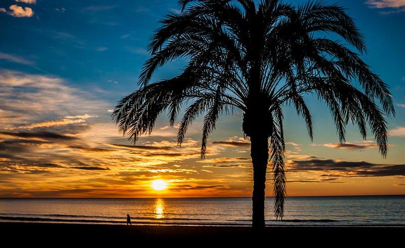 Amanecer en la playa Lever de soleil sur la plage