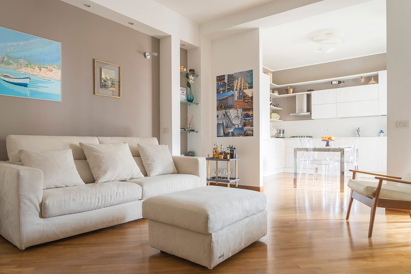 MILANO COSMOPOLITAN HOME, Cozy and furnished apartment - for 6 guests, vacation rental in Novegro